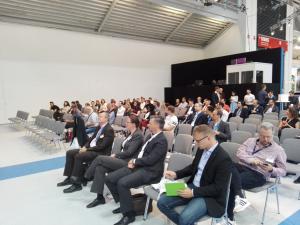 Raphaels Vortrag über das Projekt STRASUS lockt viele Zuhörer an